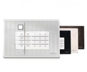 Clavier vocal lecteur de badge et détecteur d'approche avec façades personnalisables Daitem